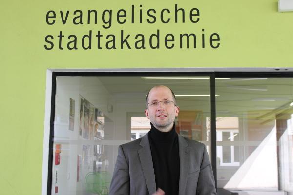 Thorsten Latzel ist seit Februar Direktor der Evangelischen Akademie Frankfurt. Der 42 Jahre alte promovierte Theologe war zuvor im Kirchenamt der Evangelischen Kirche in Deutschland in Hannover tätig. Foto: Kurt-Helmuth Eimuth