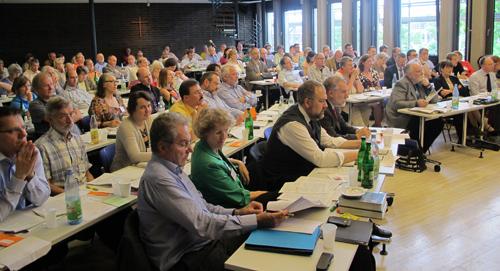 Die Synode der Evangelischen Kirche in Hessen und Nassau beschloss neue Regelungen unter anderem für Taufe, Trauung und Bestattung. Foto: ekhn, Volker Rahn