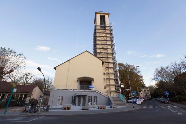 Frisch saniert: Die Andreaskirche in der Kirchhainer Straße wird am ersten Advent wieder eröffnet. Foto: Rolf Oeser