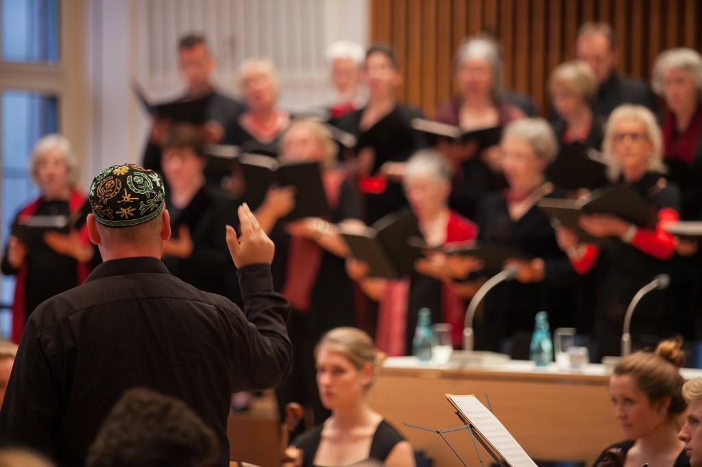 Zum dritten Mal präsentierte ein interreligiöser Projektchor christliche und jüdische Psalmvertonungen. Foto: Ilona Surrey
