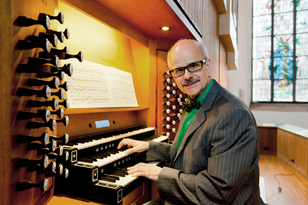 Spielt jeden Montag und Donnerstag ein halbstündiges Konzert in der Katharinenkirche: Organist Martin Lücker. Foto: Rolf Oeser