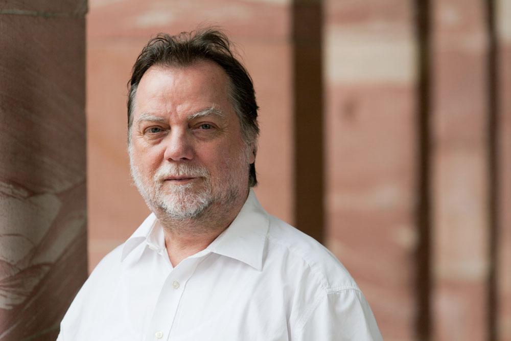 Horst Peter Pohl ist Pfarrer in der City-West und im Europaviertel und leitet kommissarisch das Frankfurter Stadtdekanat. Foto: Rolf Oeser