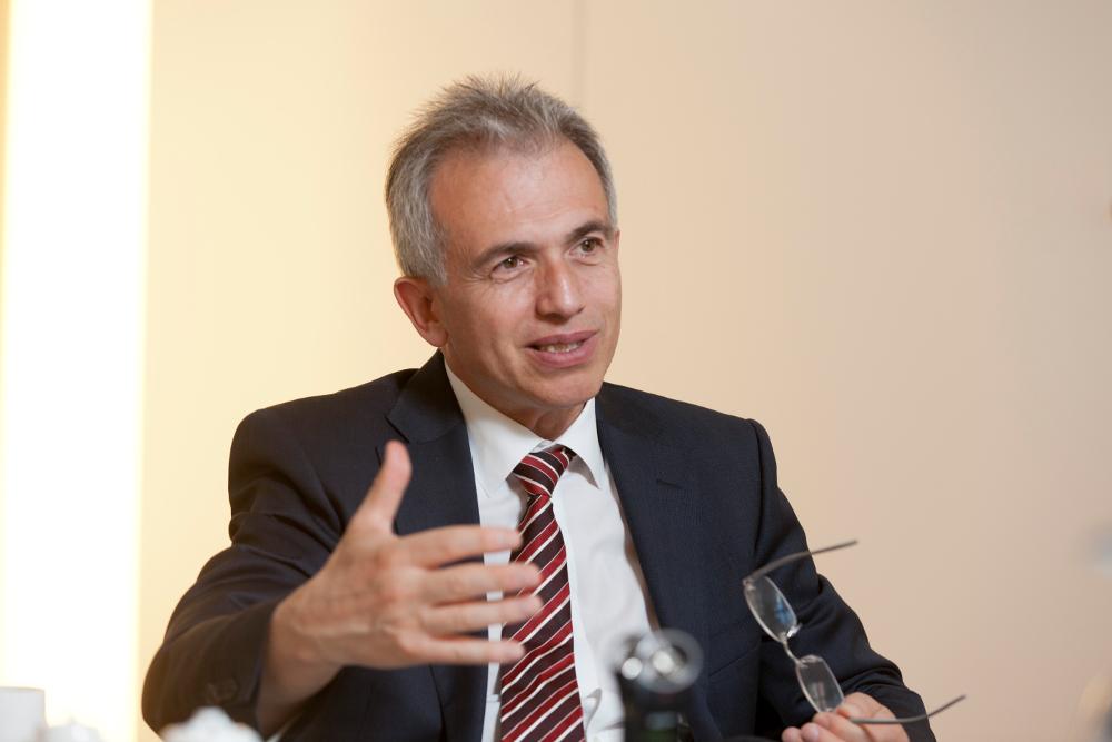 Oberbürgermeister Peter Feldmann im Gespräch mit Evangelisches Frankfurt. Foto: Rolf Oeser