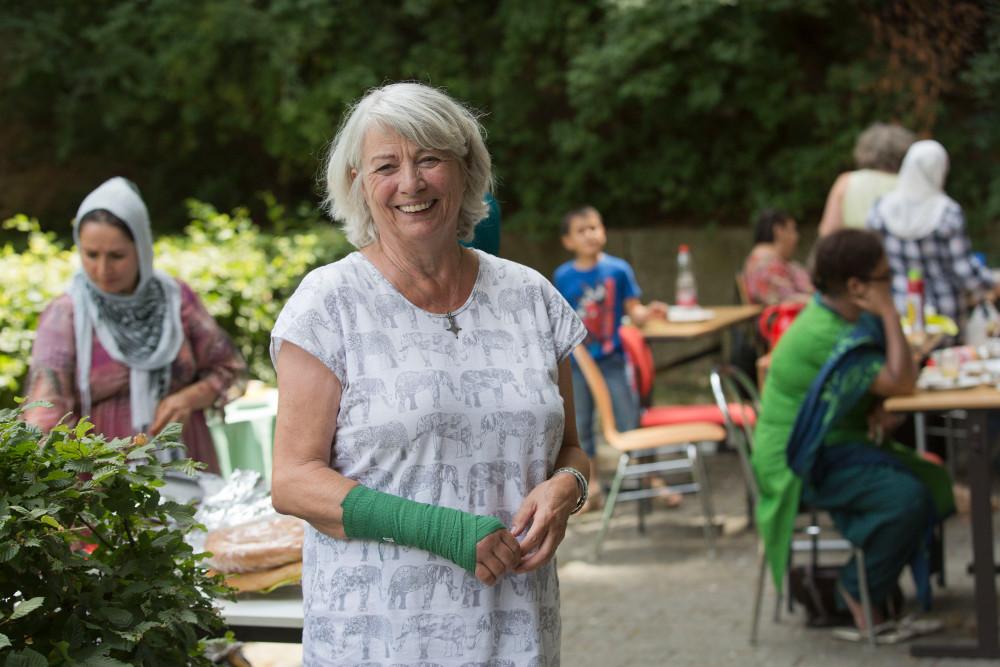 Ihr macht es Spaß, wenn ihre Schülerinnen auch Spaß am Deutschlernen haben: Gerlinde Thomala beim Sommerfest am Frankfurter Berg. Foto: Rolf Oeser
