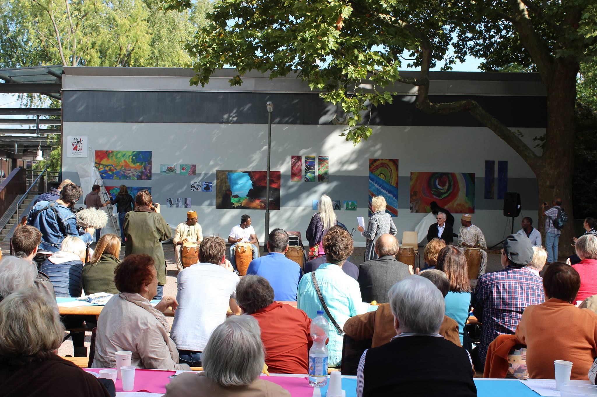 Verschönerung für den Platz im Kleinen Zentrum. Foto: Ulrich Schaffert