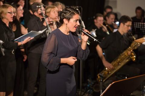 Trug maßgeblich zum Gelingen des Konzerts bei: Die Solistin Saraj Kaiser aus Berlin. Foto: Rolf Oeser