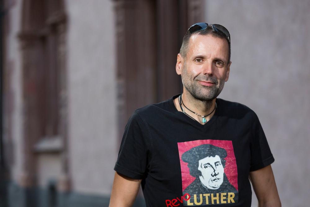 Thomas W. Stephan ist Pfarrer in der Paul-Gerhardt-Gemeinde in Niederrad. Foto: Rolf Oeser