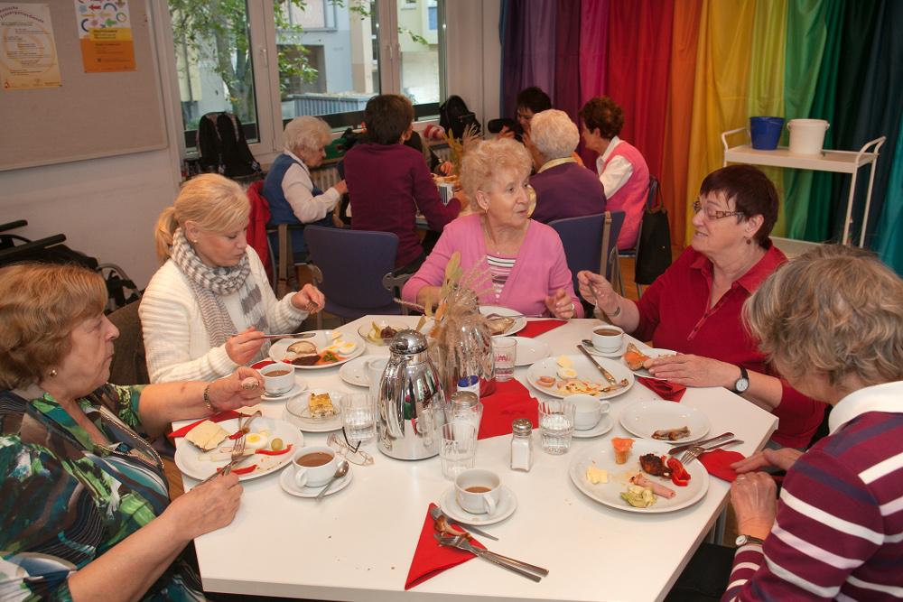 Austausch im Evangelischen Frauenbegegnungszentrum. Foto: Ilona Surrey