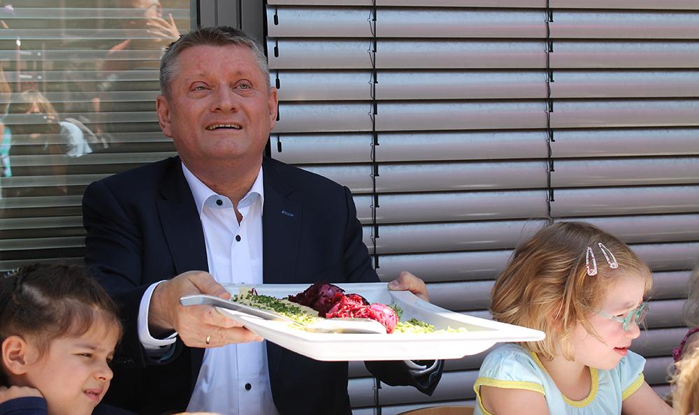 Prominenter Gast im Ostend: Bundesgesundheitsminister Hermann Gröhe. Foto: Angela Wolf
