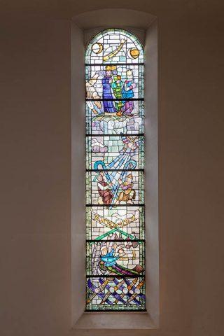 Die hier abgebildeten Kunstwerke schuf Charles Crodel in den Jahren 1955 und 1956, bewundern kann man sie in der Jakobskirche in Bockenheim.