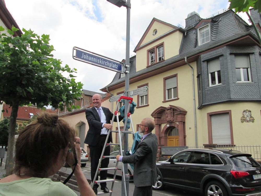 Eröffneten den Frankfurter Abschnitt des Lutherwegs: Uwe Becker (links) und Stefan Majer. Foto: Stadt Frankfurt