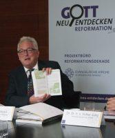 Pfarrer Jeffrey Myers vom Projektbüro bei der Vorstellung des Programms der Evangelischen Kirche in Hessen und Nassau. Foto: Silke Kirch