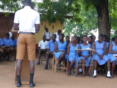 Damit mehr Mädchen im Norden Ghanas die Schule besuchen können, brauchen sie dort eine Wohnmöglichkeit. Darum geht es beim Spendenprojekt der FAZ. Foto: Dietmar Will.